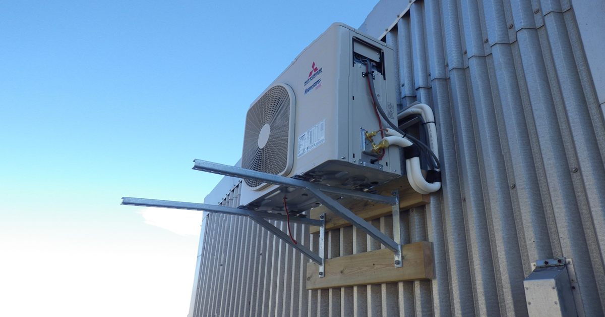 Varmepumpe installert på Snikkerboden, et av byggene i Olnkinbyen.