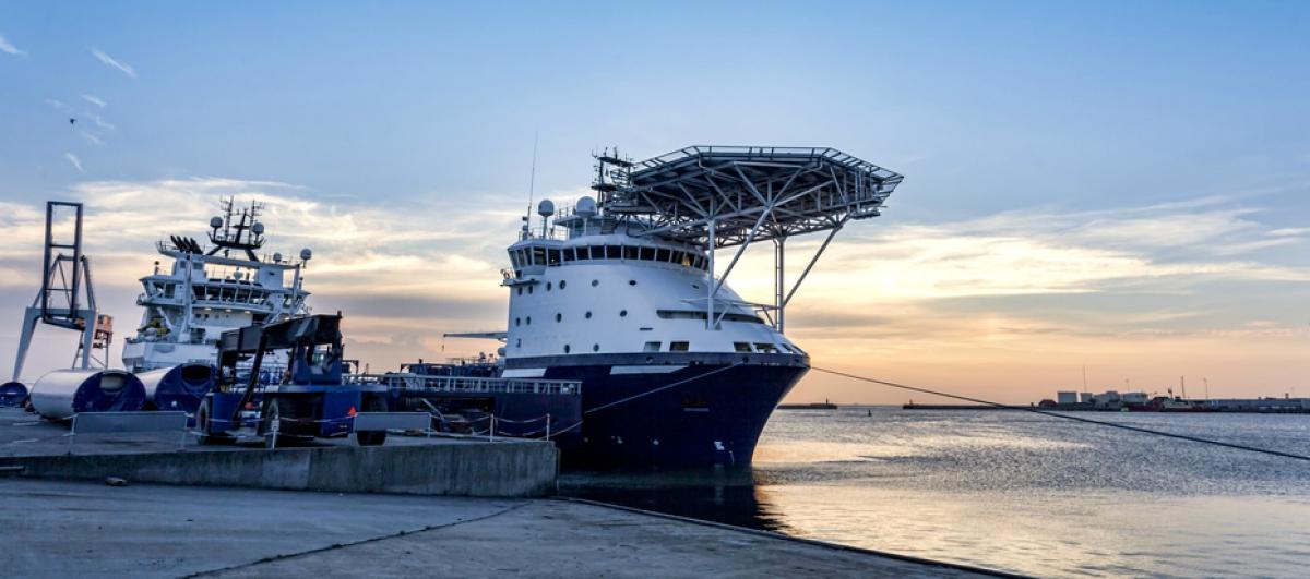 VI LEVERER Skip & Offshore shutterstock_153569711