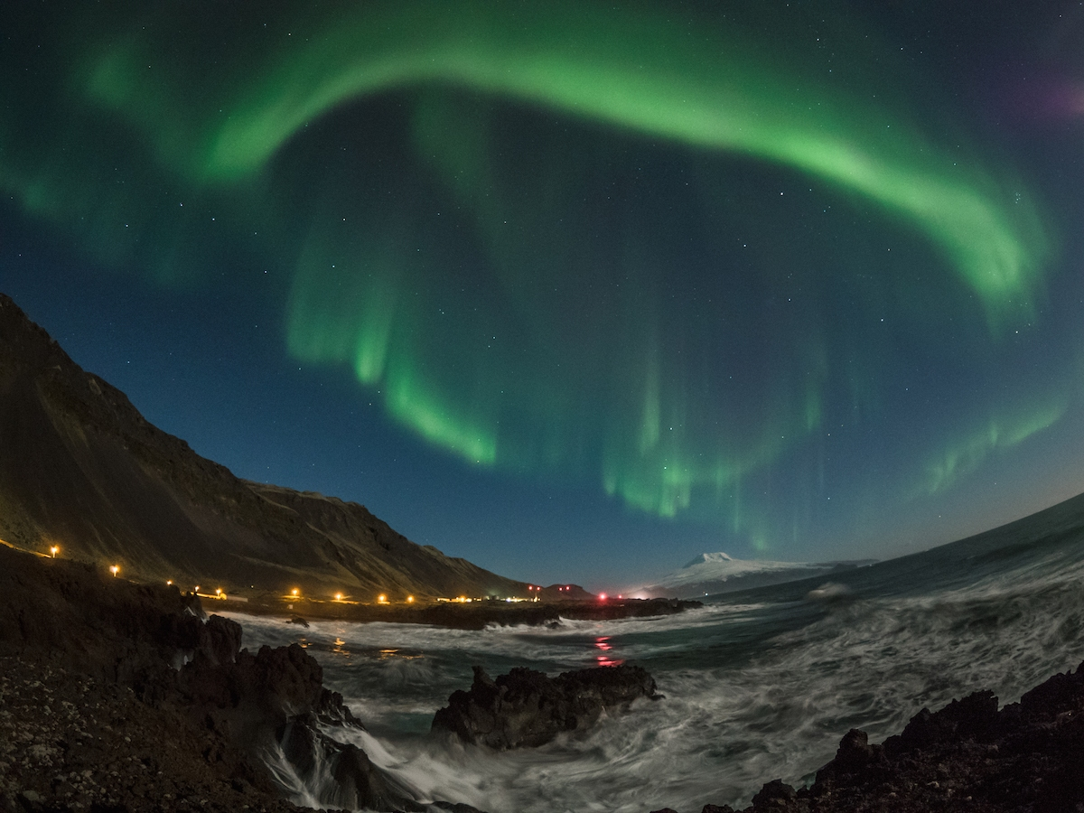 Nordlys over Jan Mayen