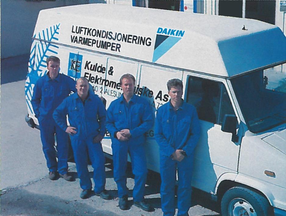 Tore, Kato, Ole Morten og Levi foran servicebil